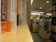 lager för bokhylla royaltyfria foton