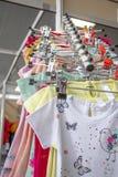 Lager för kläder för barn` s Arkivbilder
