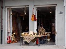 Lager för musikinstrument på den franska fjärdedelen arkivbilder