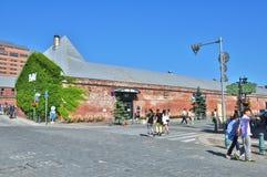 Lager Kanemori för röd tegelsten på Hakodate, Japan Royaltyfria Bilder