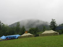 Lager nahe dem Berg Lizenzfreies Stockbild