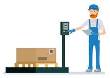 Lagerarbetaren väger lastobjekten som isoleras på vit bakgrund Arkivfoton