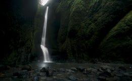 Lagere die Oneonta valt waterval in Westelijke Kloof, Oregon wordt gevestigd Stock Fotografie