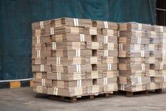 Lagerföra av att paketera boxas Arkivfoto