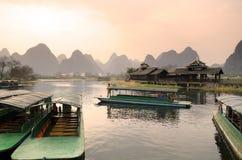 Lagerföra bilden av landskapet i Yangshuo Guilin, Kina Arkivfoton