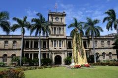 Lagerföra bilden av statyn av konungen Kamehameha, Honolulu, Hawaii royaltyfri fotografi