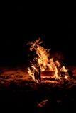 Lagerfeuer auf dem Strand Lizenzfreie Stockbilder
