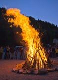 Lagerfeuer in den Bergen Stockfotografie