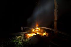Lagerfeuer an den Feiertagen lizenzfreie stockfotos