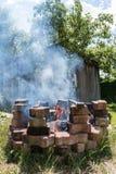 Lagerfeuer und Grillplatz stockbilder