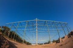 Lagerkonstruktion stålsätter inramar Arkivfoto