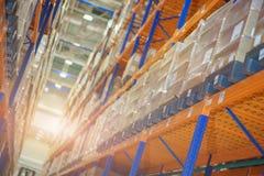 Lagern Sie und ein modernes System der gerichteten Lagerung der Produkte und der Waren ein stockfotos