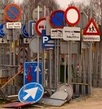 Lagerung der Verkehrszeichen Stockbild