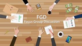 Laget för diskussionen för den Fgd fokusgruppen arbetar tillsammans på den wood tabellen Royaltyfri Bild
