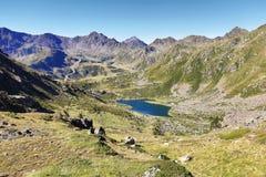 Laghi dell'alta montagna di Tristaina in Pirenei Immagine Stock