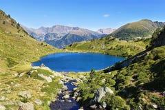 Laghi dell'alta montagna di Tristaina in Pirenei Immagini Stock