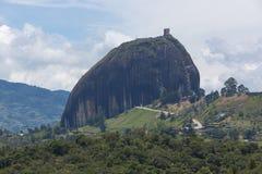 Laghi ed il EL Penol di Piedra a Guatape in Antioquia, Colombia Immagine Stock