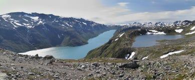 Laghi Gjende e Bjornboltjonne da catena montuosa Bessenggen Fotografia Stock Libera da Diritti