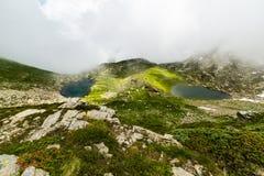 Laghi idilliaci blu ad elevata altitudine nelle alpi Fotografie Stock Libere da Diritti