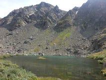 Laghi Karakol in montagne 2014 di Altai Immagine Stock