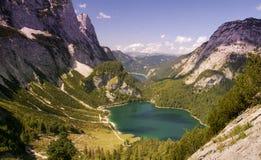 Laghi mountain con le pareti impressionanti del calcare Fotografia Stock Libera da Diritti