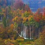 Laghi Plitvice della Croazia - parco nazionale in autunno Immagine Stock