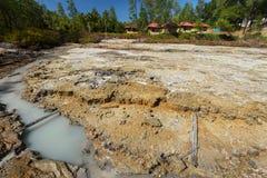 Laghi solforosi vicino a Manado, Indonesia immagini stock libere da diritti