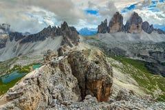 Laghi variopinti e creste hackly della montagna, Monte Paterno, dolomia, Italia Fotografie Stock
