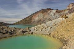 Laghi verde smeraldo dell'incrocio alpino di Tongariro Immagine Stock Libera da Diritti