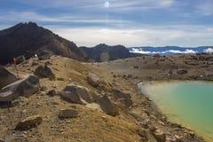 Laghi verde smeraldo dell'incrocio alpino di Tongariro Immagini Stock Libere da Diritti