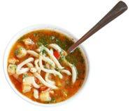 Laghman-Suppe in der weißen Schüssel lokalisiert Lizenzfreie Stockbilder