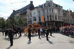Lagledaren av konungen Willem Alexander under prinsdagen ståtar i Haag Fotografering för Bildbyråer