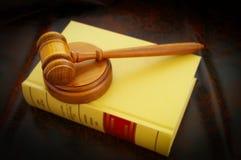 laglig gavel arkivbild