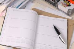 Laglig skrivbordsarbetedagbok Arkivbilder