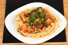 Lagman är en central asiatisk nationell maträtt Royaltyfria Bilder