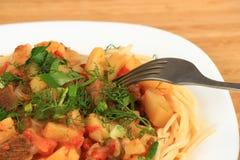 Lagman är en central asiatisk nationell maträtt Arkivbilder