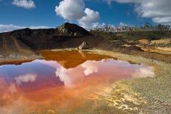 Lago ácido del agua roja Fotografía de archivo