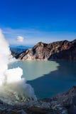 Lago ácido en Kawah Ijen en Java, Indonesia Foto de archivo libre de regalías