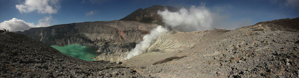 Lago ácido en Kawah Ijen, Java Oriental, Indonesia imagen de archivo libre de regalías
