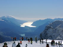 Lago从上面的di加尔达与山 图库摄影