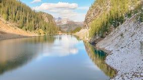 Lago Agnes Tea House Reflection, parco nazionale di Banff immagine stock libera da diritti
