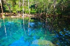 Lago ainda azul na República Dominicana Foto de Stock