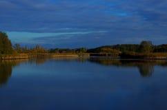 Lago al crepuscolo Immagine Stock Libera da Diritti