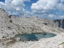 Lago al lado del Rifugio Pisciadu Foto de archivo