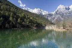 Lago alla montagna della neve del drago della giada Fotografia Stock Libera da Diritti