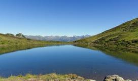 Lago alp alla montagna Golzentipp Immagini Stock Libere da Diritti