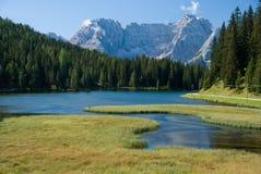 Lago alpestre Imagenes de archivo