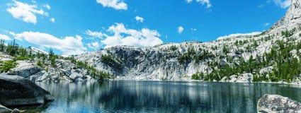 Lago alpestre imagen de archivo libre de regalías