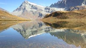 Lago alpestre almacen de metraje de vídeo