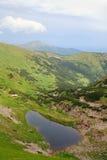 Lago alpestre Brebeneckul en las montañas del verano foto de archivo libre de regalías